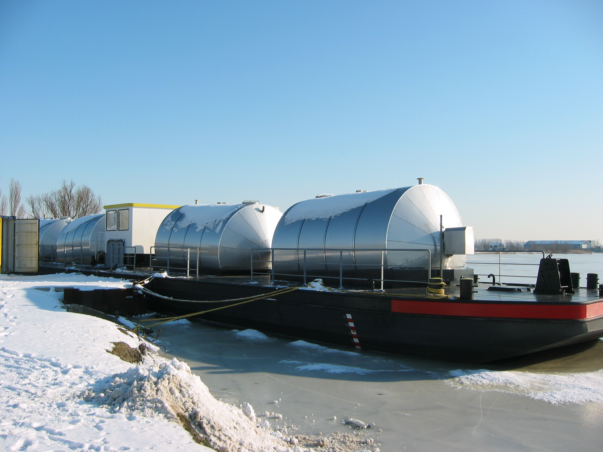tankboot isolatie door IJmond ITK